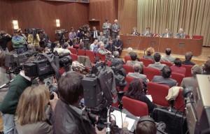 Bundesarchiv_Bild_183-1989-1109-030,_Berlin,_Schabowski_auf_Pressekonferenz